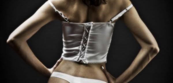 Hedy-sensualità-in-bianco.jpg